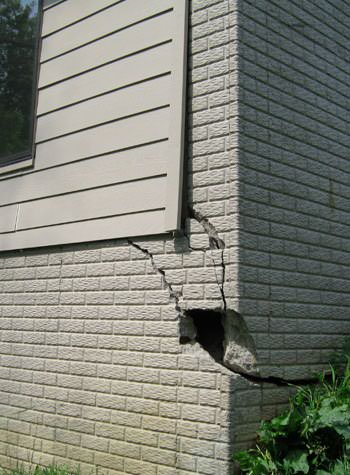 severe cracking of structural walls in Oak Harbor