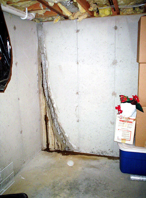 leaky crack repair leaking wall crack plugged with hydraulic cement